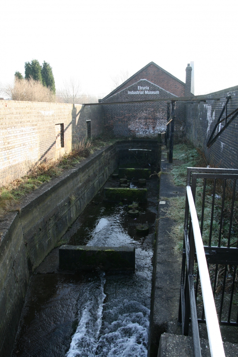 NARROW BOAT GAUGING DOCK