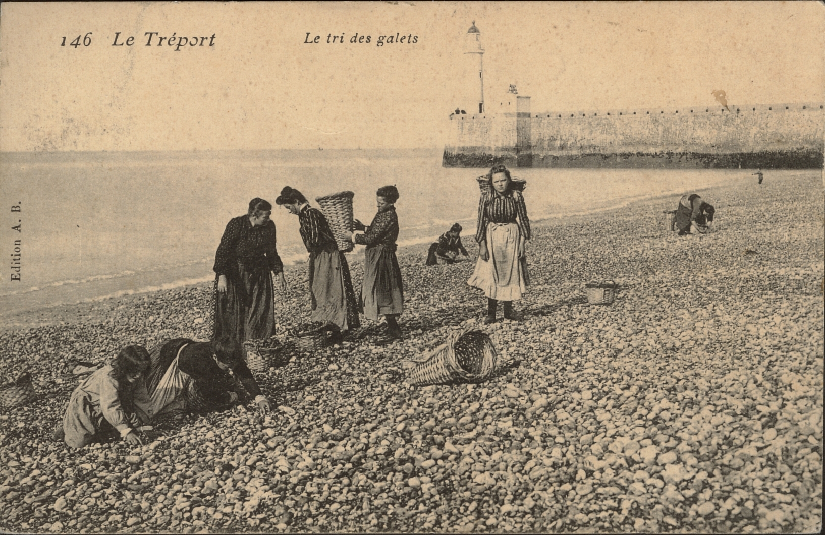 Le Treport - le tri des galets (sorting pebbles) early 1900s