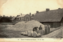 Saint Valery en Caux - Tri du silex (sorting flints) early 1900s